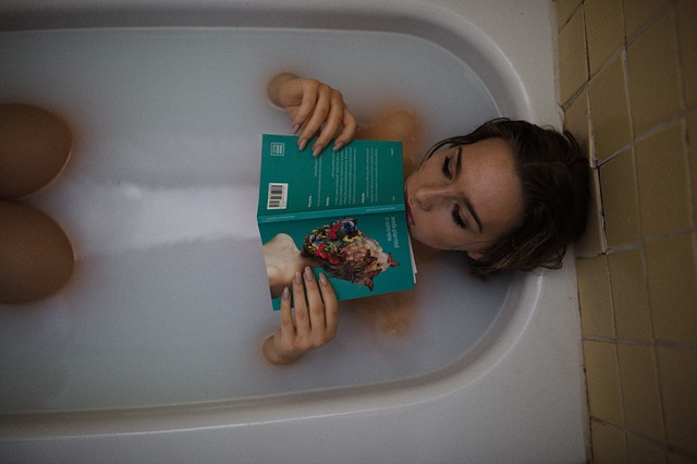 čtení ve vaně.jpg