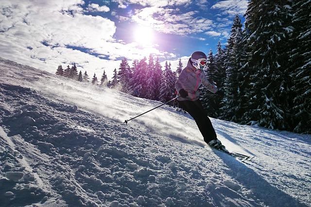 dívka při lyžování