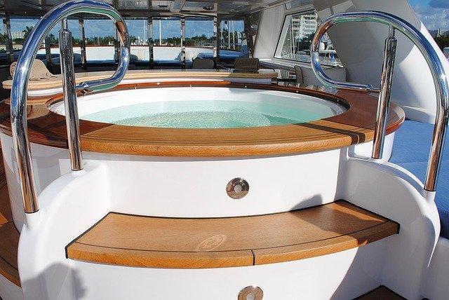 vířivka na lodi